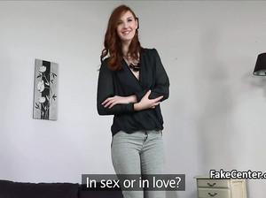 Рыжая худая девушка пришла на частный порно кастинг