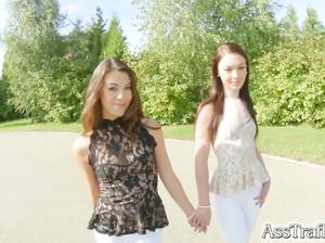 Две русские анальщицы дают в жопы