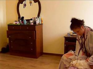 Диана проснулась утром и ходит голая по квартире
