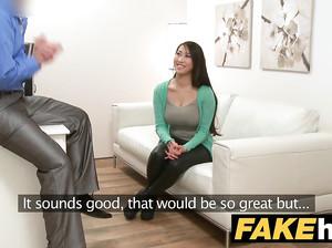 Фейк агент порно кастинга разводит на секс сисястую азиатку
