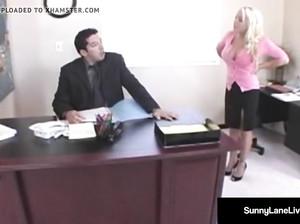 Две телочки почпокались с молодым активным начальником