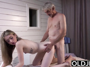 Сделала старику минет порно онлайн