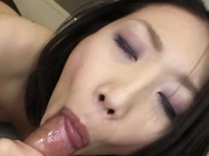В волосатую пизду японки вогнали пенис
