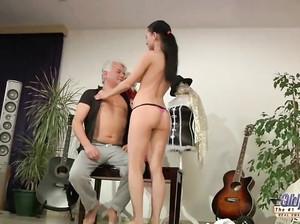 Секс с усительницей танцев