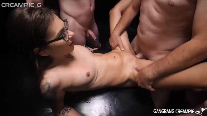 Порно спустили по кругу