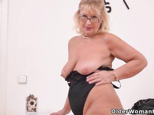 Порно видео худая зрелая женщины22