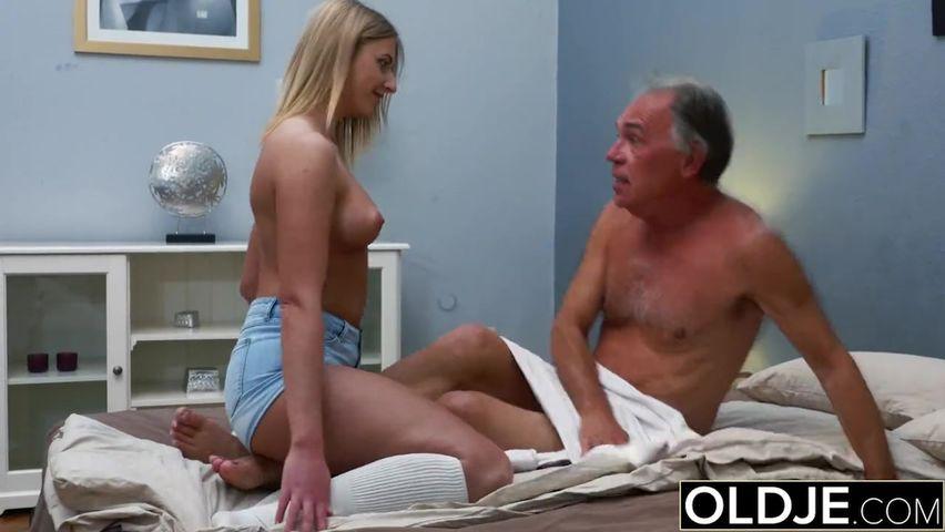 Старый дед отымел молодую порно