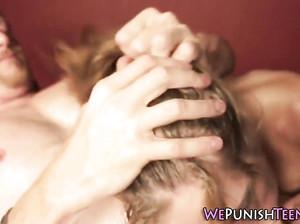Молодая девушка любит жесткий секс