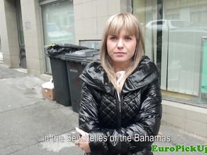 Олеся за деньги отдалась ушлому пикаперу