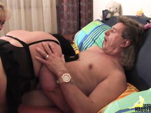 Старые свингеры лихо чпокнулись в спальне