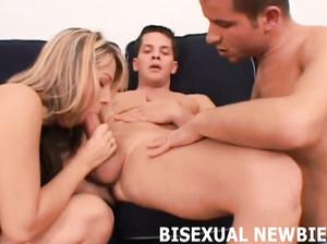 Подборка сексуальных сцен с бисексуальными трио