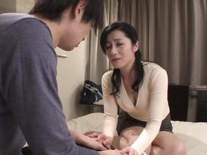 Японская мамка поебалась со своим молодым сыном