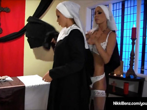 Запретное порно! Священник жарит двух монашек!
