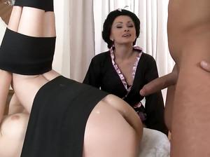 Хохлушка Иванна помогла чуваку выебать девку