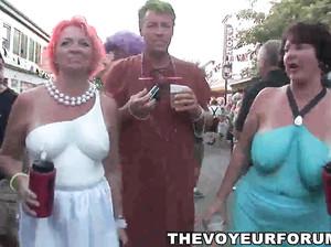 Нарезка с фото голых разрисованных людей с секс парада