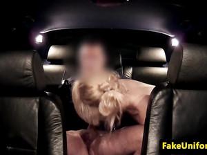 Скрытая камера сняла минет от раскрепощенной блонды в тачке