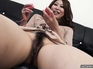 Соло японской телочки с волосатой киской