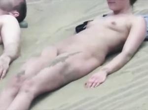 Подборка кадров с нудистами на пляже