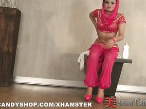 Арабская принцесса искупалась и нарядилась