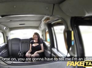 Водитель фейк такси жарит пассажирку за деньги