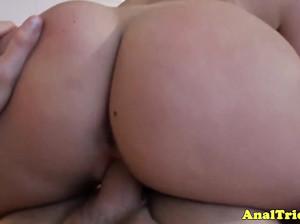 Пацан жарит подругу в очко и снимает секс на камеру