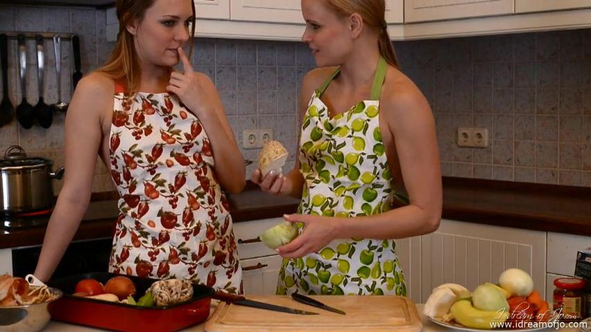 Русское лесби на кухне в хорошем качестве