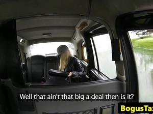 Девушка сделала минет водителю фейкового такси