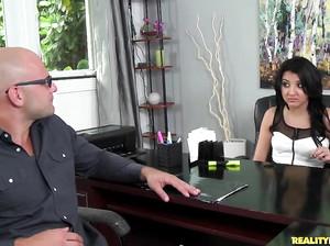 Смотреть порно собеседование с аналом в первый раз бесплатно
