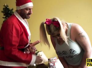 Санта вдул молодой, но очень толстой девке