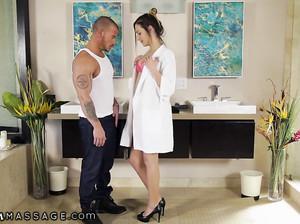 Охуенный секс массаж от стройной крошки
