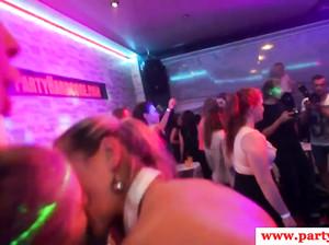 Студентки страстно чпокаются на секс вечеринке