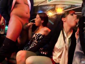 Зажигательная вечеринка переросла в безумную секс оргию