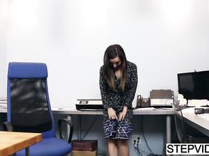 Секретарша сделала охуенный минет начальнику