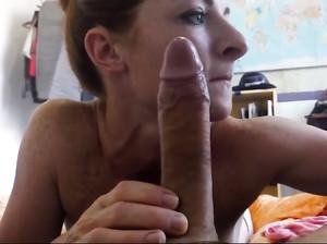 Порно у доктора гладит губы член