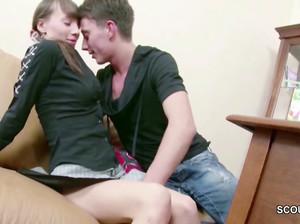 Русской телке Оле в первый раз в попу больно