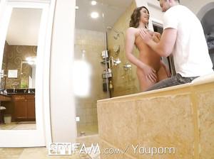 Пацан подсмотрел за мачехой в ванной и после вдул ей