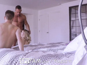 Папик застукал сына за сексом с телкой и присоединился к ним
