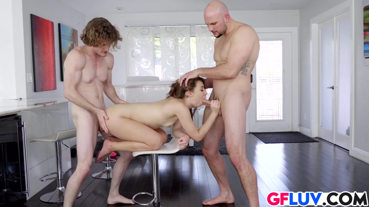 Смотреть Секс Два Мужика И Девушка