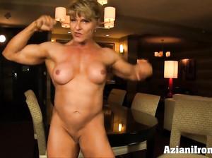 Зрелая культуристка показала большой клитор и мускулы