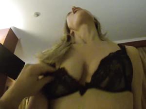 Сексуальная жена соблазняет своего мужа