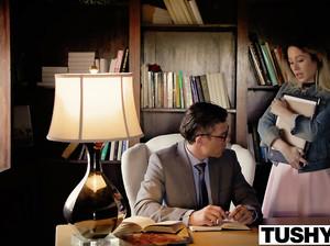 Взрослый препод жарит студентку в анальную дырку