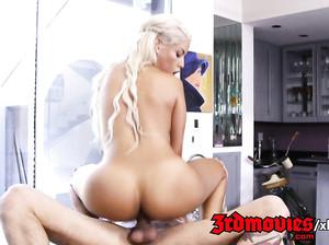 Красивая татуированная блондинка шпилится с чуваком