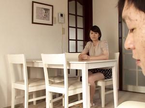 Японская мамка жарится с чуваком