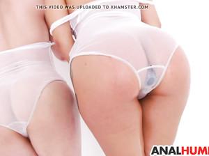 Лесбиянки разрабатывают свои анальные дырки