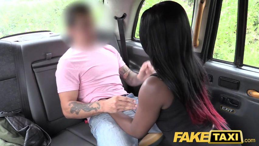 Секс в такси