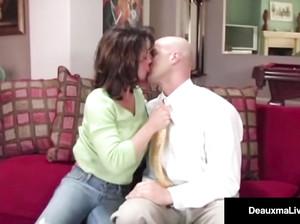 Озабоченная сексом жена изменяет мужу с его бизнес-партнером