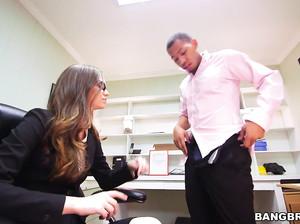 Офисный работник хорошо выебал свою строгую начальницу