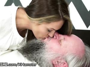 Старичок выебал на свой день рождения молодую телку