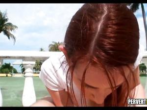Рыжая теннисистка согласилась отсосать пикаперу от 1 лица