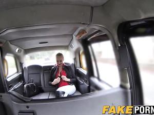 Водитель фейк такси выебал гламурную блондинку